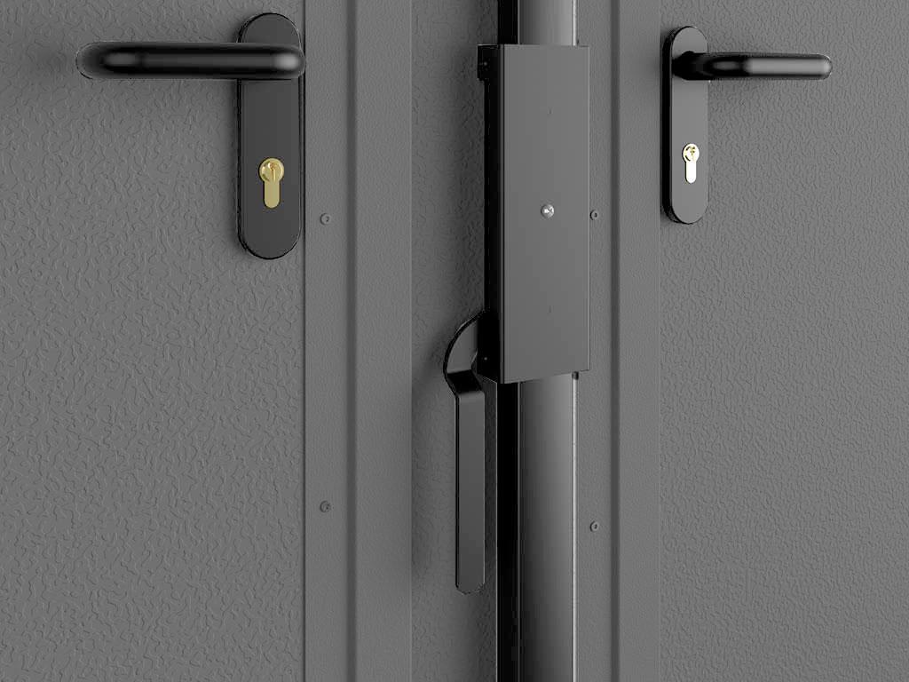 Для высокого уровня безопасности на активной створке ворот и калитке используются цилиндровые замки, оснащенные нажимными ручками. Замок створок полотна имееет одностороннюю личинку для закрытия на ключ.