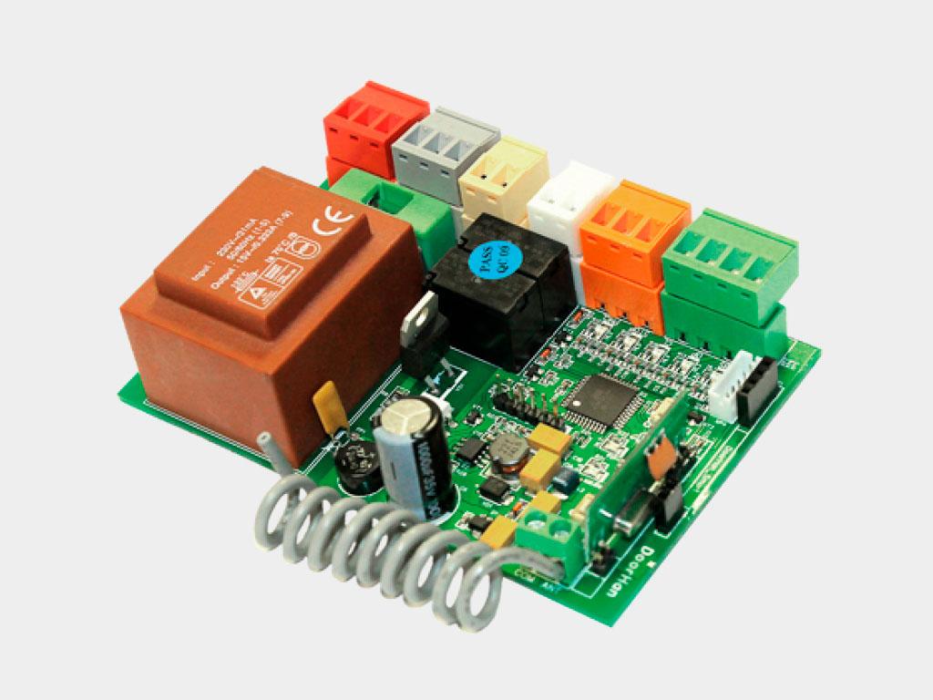 Блок управления SmartRoll для дистанционного управления внутривальными электроприводами роллет с помощью пультов DoorHan ДорХан