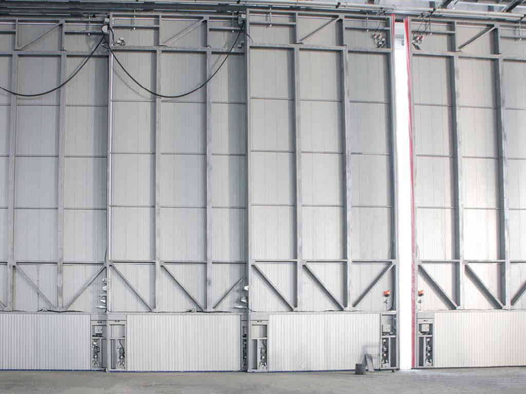 Для удобства и безопасности эксплуатации, ниши, в которых устанавливаются мотор-редукторы и блоки управления, закрываются рольставнями. ДорХан