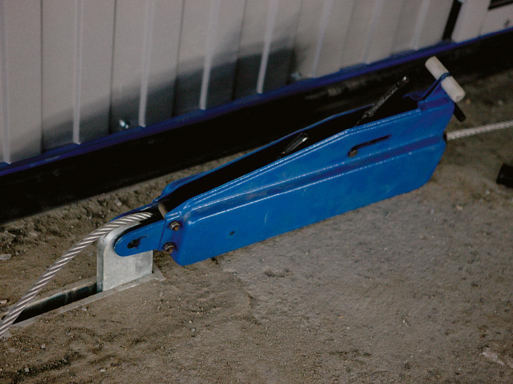 Передвижение-полотна-ворот-при-отключении-электроэнергии-осуществляется-при-помощи-дежурного-транспорта-или-ручной-лебедки. ДорХан