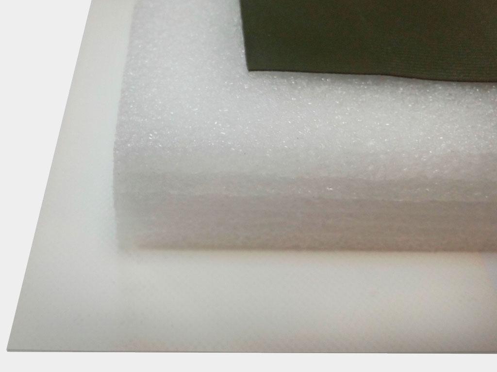 Комплект теплозащиты. В комплект входит утеплитель — вспененный фольгированный полиэтилен, а также два слоя тента для защиты утеплителя с двух сторон. Характеристики внутреннего тента: масса 1 м² – не менее 700-850 ±100 г; разрывная нагрузка (на полоске 50 х 200 мм) не менее —200 даН (в продольном направлении), 180 даН (в поперечном направлении); морозостойкость — не ниже -35 °С; водонепроницаемость — отсутствие капель не менее 24 ч; группа горючести — Г-1 (слабогорючий).